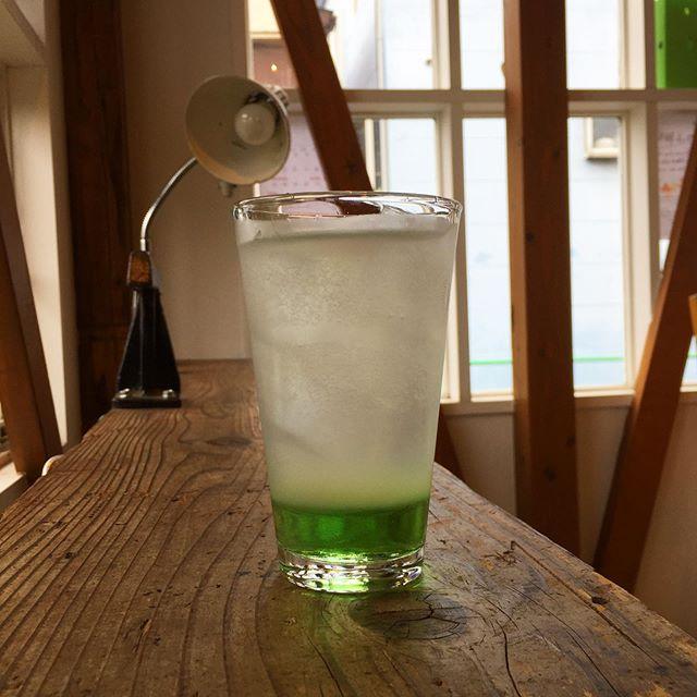 Cucumber fizz. 。  キュウリシロップにレモン果汁、炭酸で。 とってもキュウリww